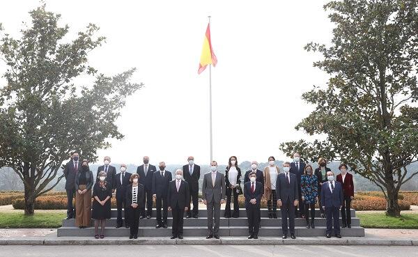 El Rey Don Felipe VI recibe en audiencia a la Junta Directiva de la AEF